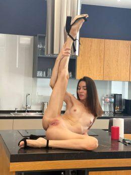 Do You Like Flexible Girl ?
