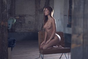 Julia Zu Nude In The Attic Studio