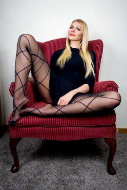 Leggy Love Seat 😘